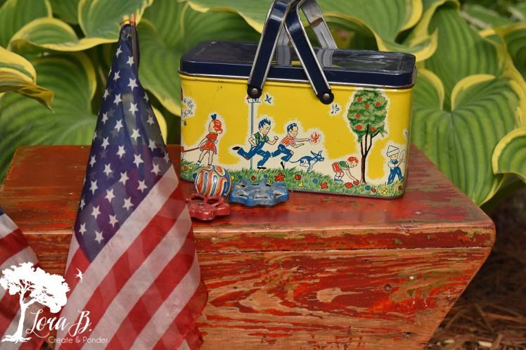 Tin vintage picnic pail